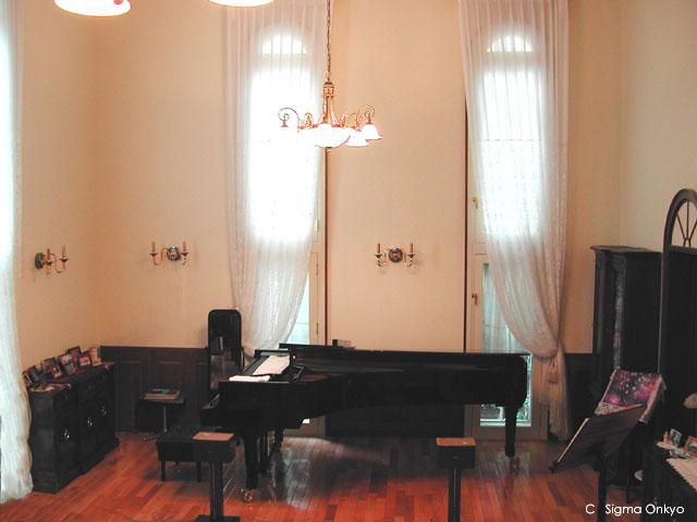 吹き抜け空間のピアノ防音室