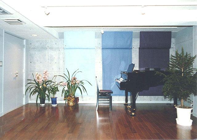 コンクリート打ち放しのピアノ防音室