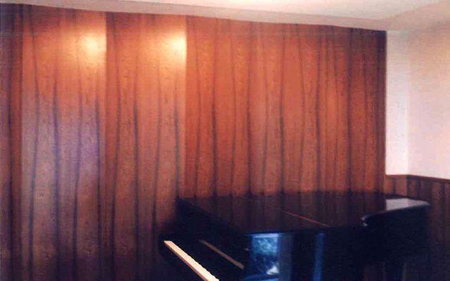 銘木仕上げのピアノ室